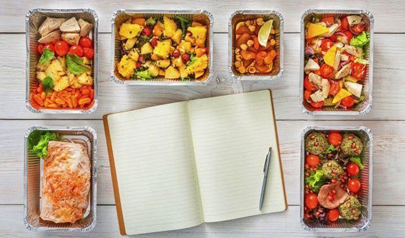 Khi áp dụng tháp dinh dưỡng dành cho người muốn giảm cân bạn nên chia nhỏ bữa ăn
