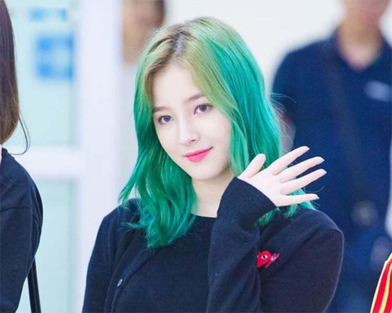 Kiểu tóc màu xanh rêu giúp bạn trở nên nổi bật trong đám đông