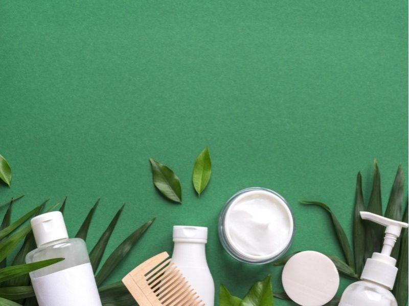 Dùng sản phẩm hỗ trợ giữ nếp để làm mái tóc layer trông bồng bềnh