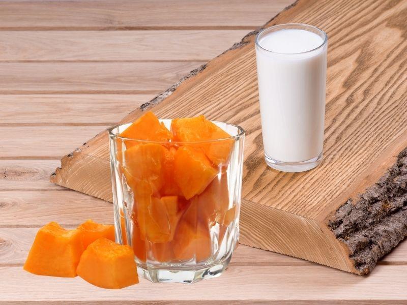 Đu đủ trộn sữa tươi là một loại mặt nạ tẩy lông mặt hữu hiệu