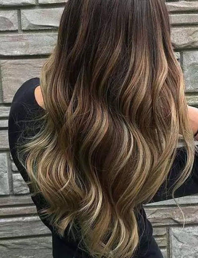 Ấn tượng với kiểu tóc màu socola highlight nổi bật