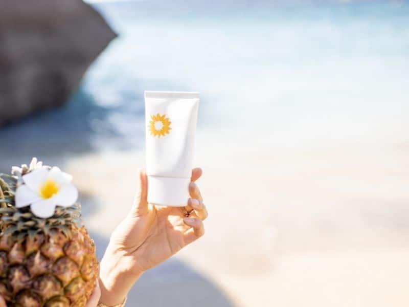 Phải luôn chú ý thoa kem chống nắng trong khi dùng retinol