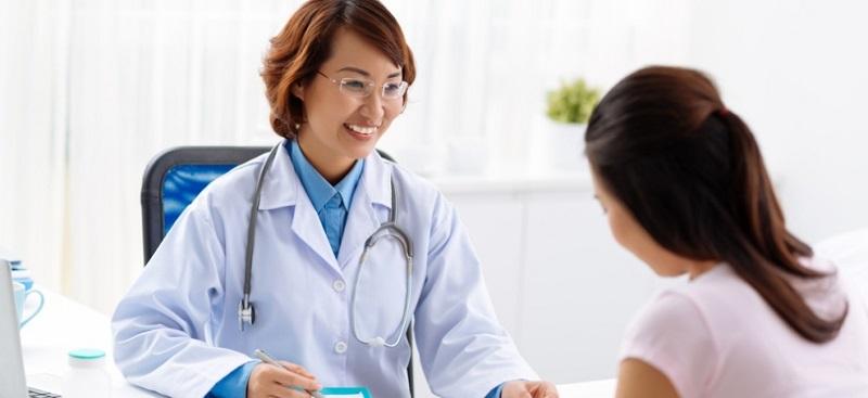 Bạn nên đến gặp bác sĩ để được thăm khám điều trị thâm đen và thâm đỏ ngay