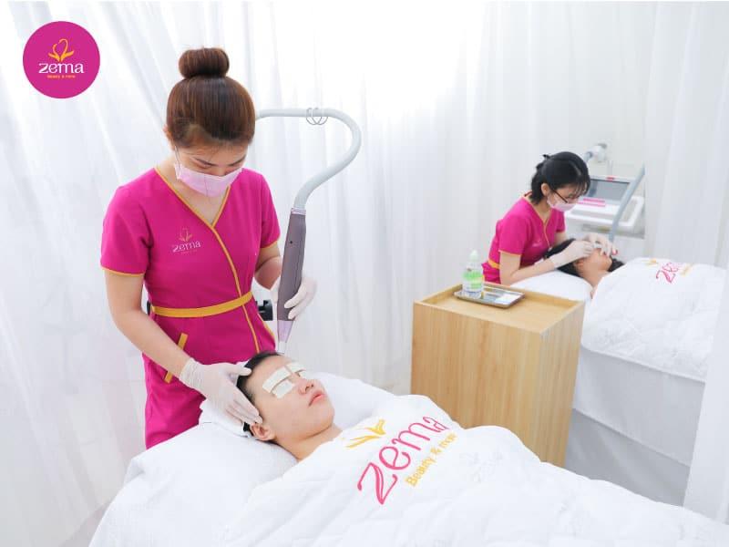 Khách hàng điều trị viêm nang lông tại Zema Việt Nam