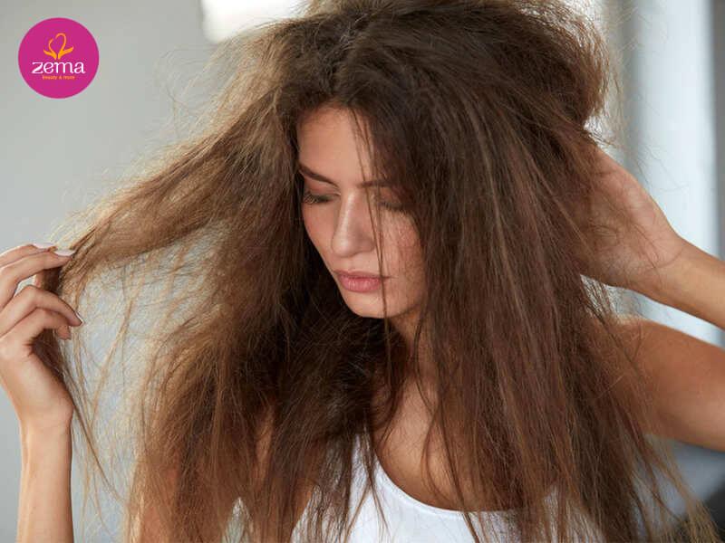 Hao hụt keratin khiến tóc xơ rối và dễ tổn thương