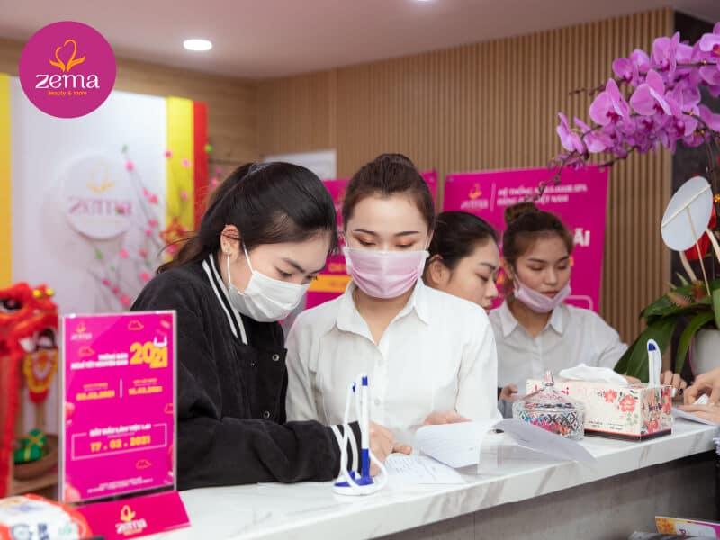 Khách hàng đăng kí dịch vụ tại Zema Việt Nam