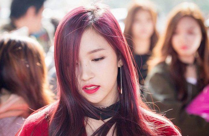 Màu nâu đỏ tone khói khiến bạn thật nổi bật