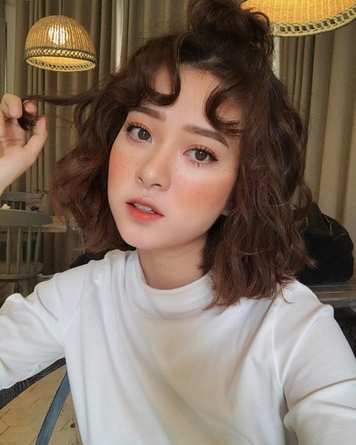 Kiểu tóc xoăn ngắn thời trang trẻ trung