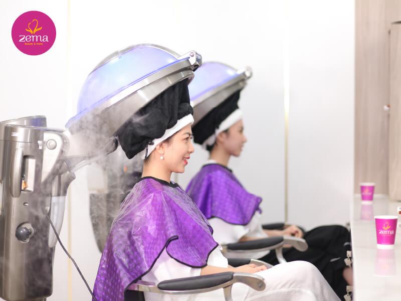 Dịch vụ nhuộm tóc chuyên nghiệp tại ZEMA Việt Nam sẽ giúp mái tóc của bạn khỏe đẹp, mượt mà hơn