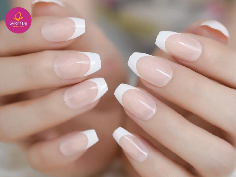 Thể hiện phong cách hiện đại với đầu móng tay trắng