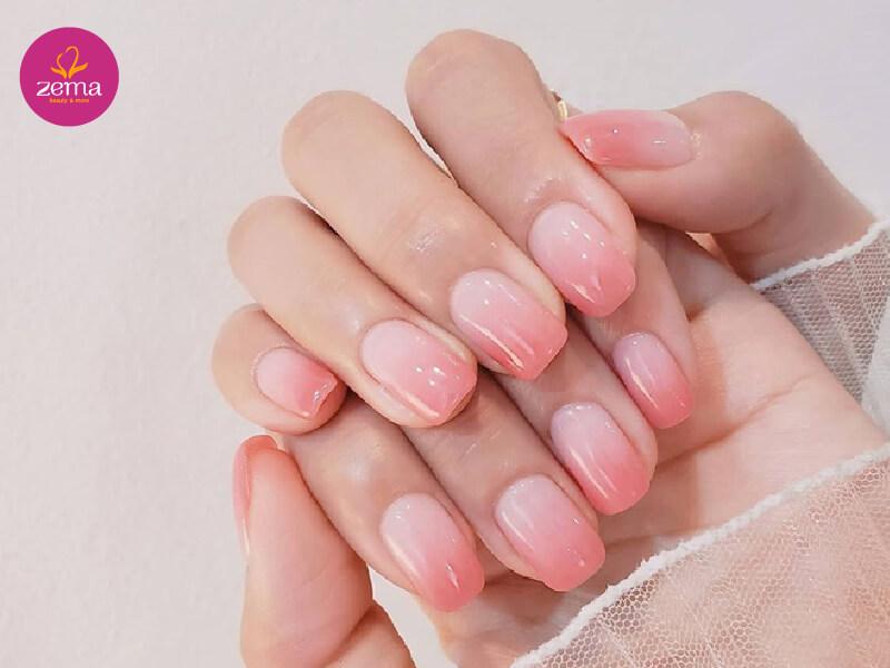 Màu nail ombre hồng phấn phù hợp với mọi lứa tuổi