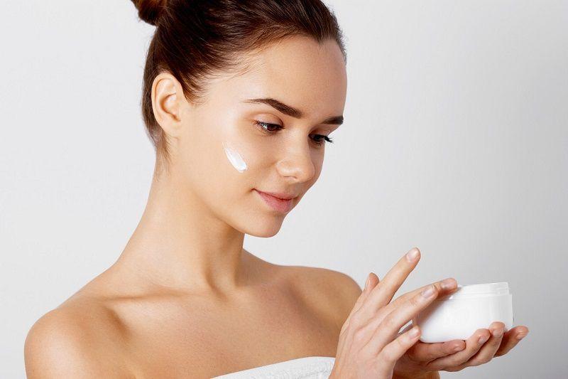 Chăm sóc da sau khi điều trị nám thì đừng quên dưỡng ẩm nhé