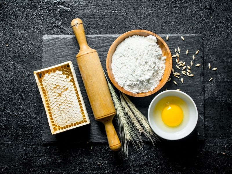 Trứng và mật ong đắp mặt mang lại nhiều công dụng