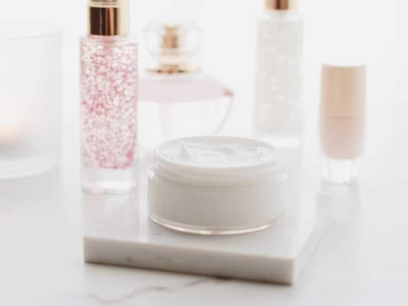 Mỹ phẩm kém chất lượng là nguyên nhân hàng đầu khiến da khô sần