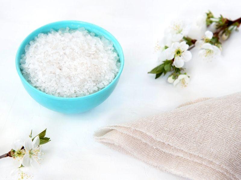 Hãy dùng muối tẩy da chết một cách an toàn