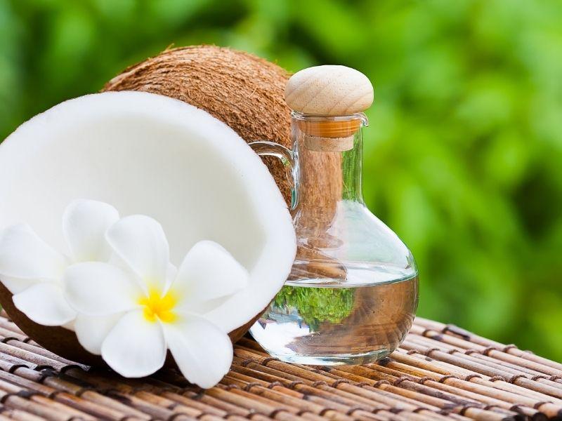 Dầu dừa tự nhiên được sử dụng rất nhiều trong làm đẹp