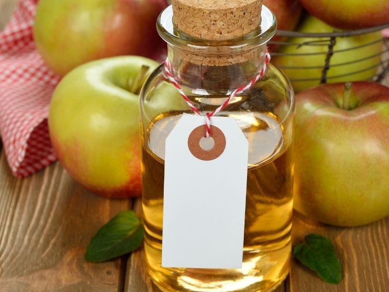 Giấm táo có rất nhiều công dụng làm đẹp cho da vùng gối