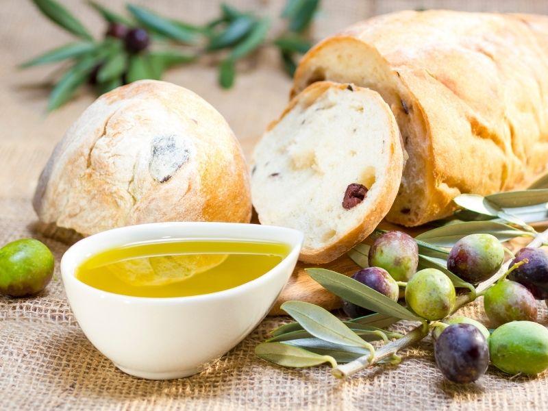 Dầu oliu là một trong số ít loại dầu có tác dụng chống lão hóa tốt