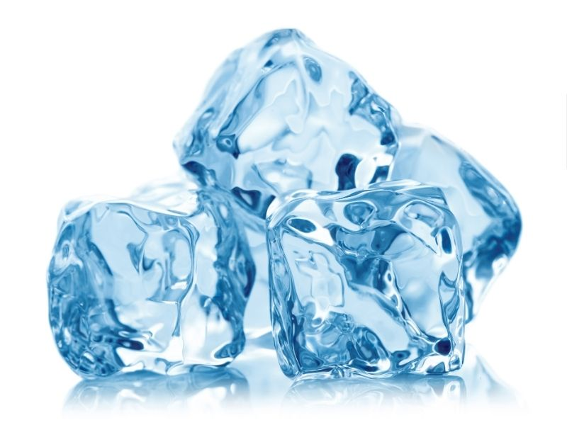 Chườm lạnh có thể giải quyết cơn đau do mụn