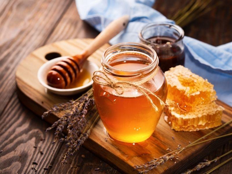 Mật ong thực sự rất hữu ích cho làn da có mụn nang