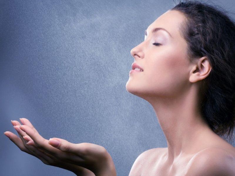 Xịt khoáng còn có tác dụng dưỡng da rất tốt