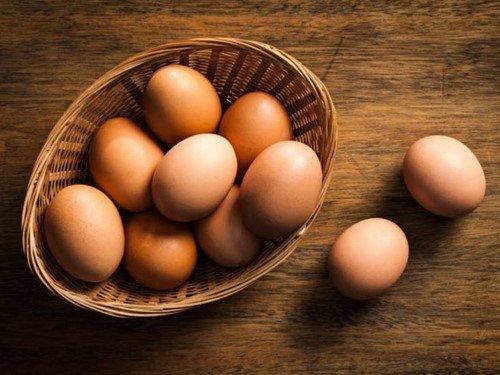 Trứng gà cung cấp nhiều dưỡng chất thiết yếu giúp mái tóc được nuôi dưỡng
