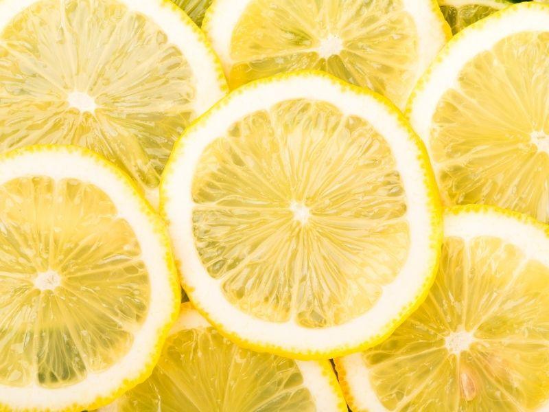 Chanh có tính sát khuẩn nên mụn sẽ bớt viêm và xẹp nhanh hơn