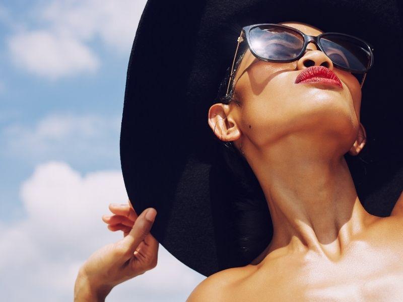 Luôn chú ý bảo vệ mắt trước tác động từ ánh nắng