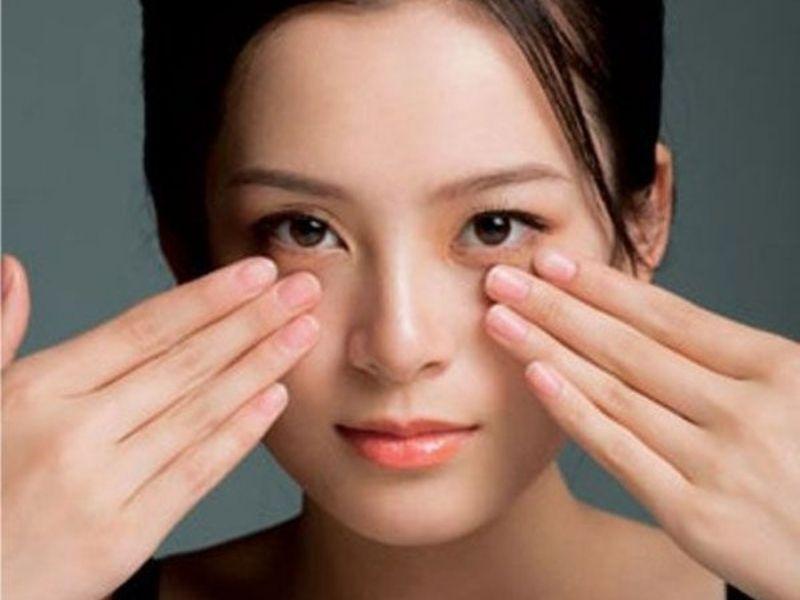 Luyện tập bài tập cơ mắt là một cách xoá nếp nhăn vùng mắt