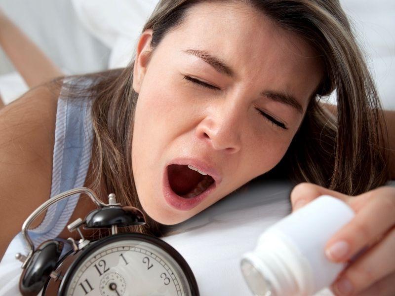 Tình trạng thiếu ngủ kéo dài dễ gây nhăn mắt sớm