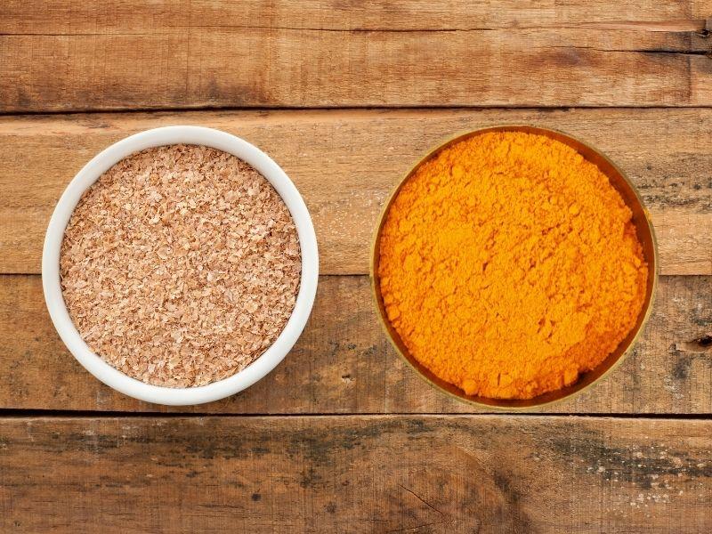 Cám gạo và bột nghệ trị thâm trắng da