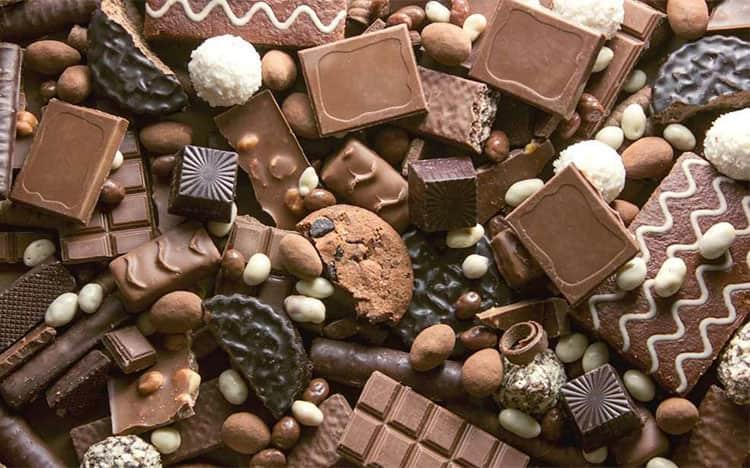 Bị mụn nên hạn chế ăn socola