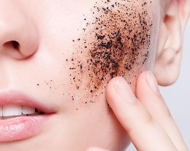 Cần đảm bảo da sạch trước khi tẩy tế bào chết