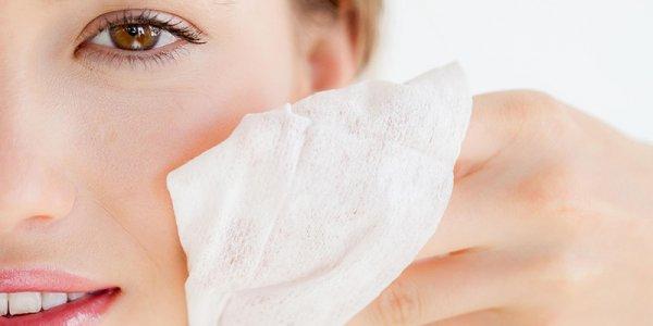 Chế độ làm sạch da đúng cách để điều trị nổi mụn