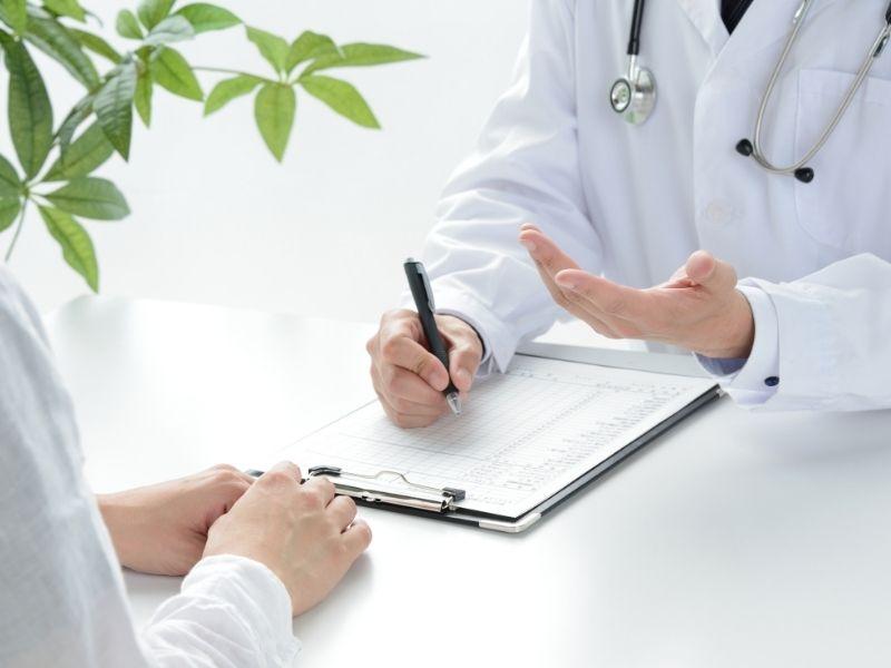 Thăm khám bác sĩ sẽ giúp bạn hiểu rõ hơn về tình trạng mụn