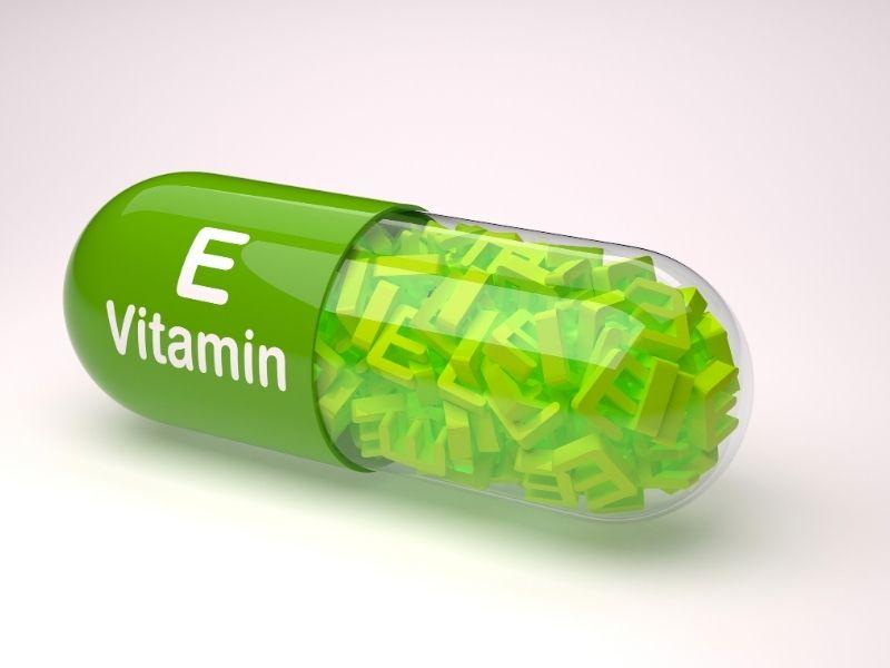 Vitamin E trộn với dầu dừa giúp tóc mềm mượt hơn