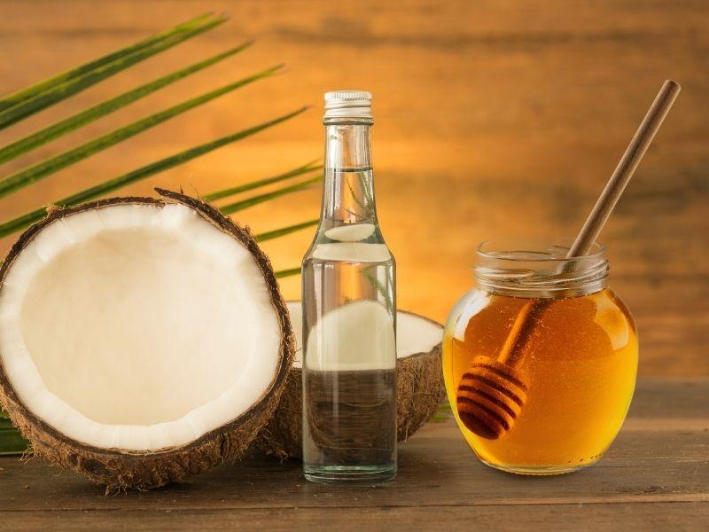 Mật ong trộn dầu dừa dùng ủ tóc