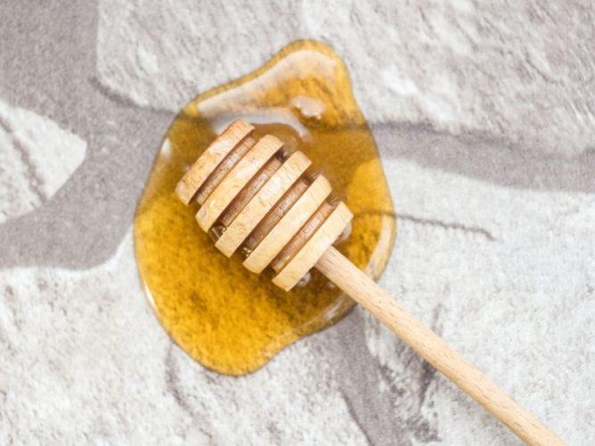 Không nên tẩy lông mỗi ngày bằng mật ong vì sẽ ảnh hưởng đến da