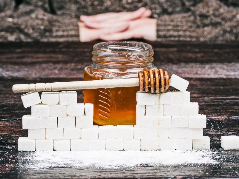 Mật ong nấu cùng được có thể tạo thành một loại sáp dùng để tẩy lông hiệu quả