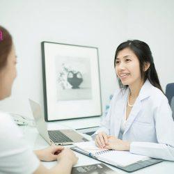 Thăm khám, kiểm tra tình trạng da